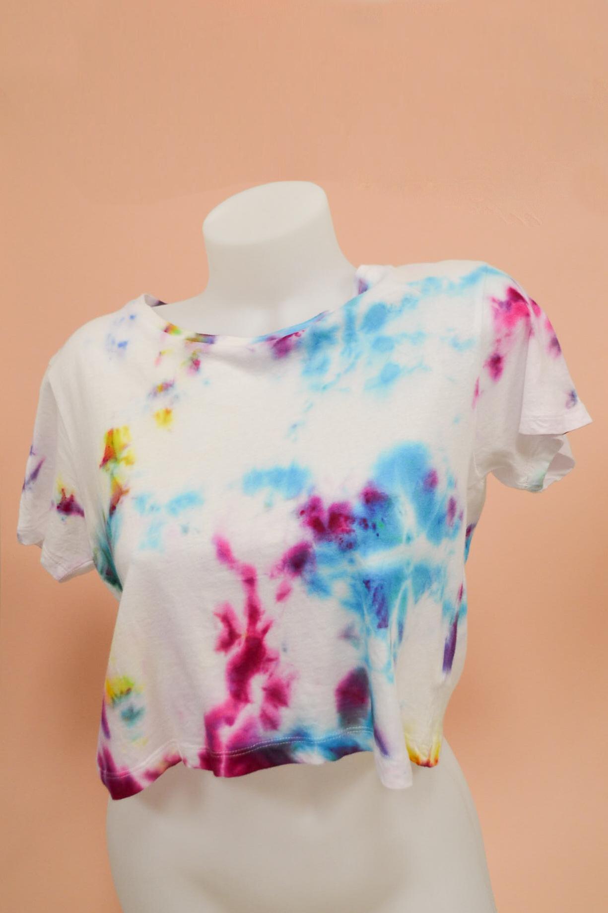 Emilie-Fourquet_tshirt01_peintre-textile_blue_madone-shop.jpg